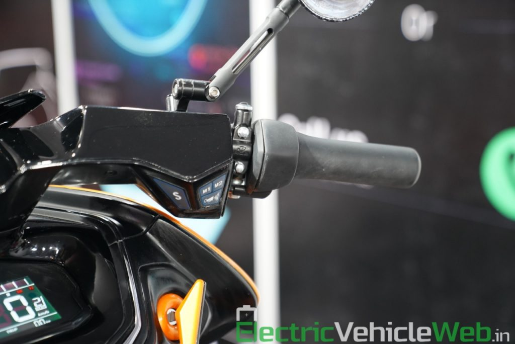 Everve Motors Electric Scooter switchgear - Auto Expo 2020 Live