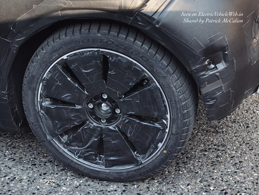 Fiat 500e 2020 Fiat electric car wheel spotted in Italy