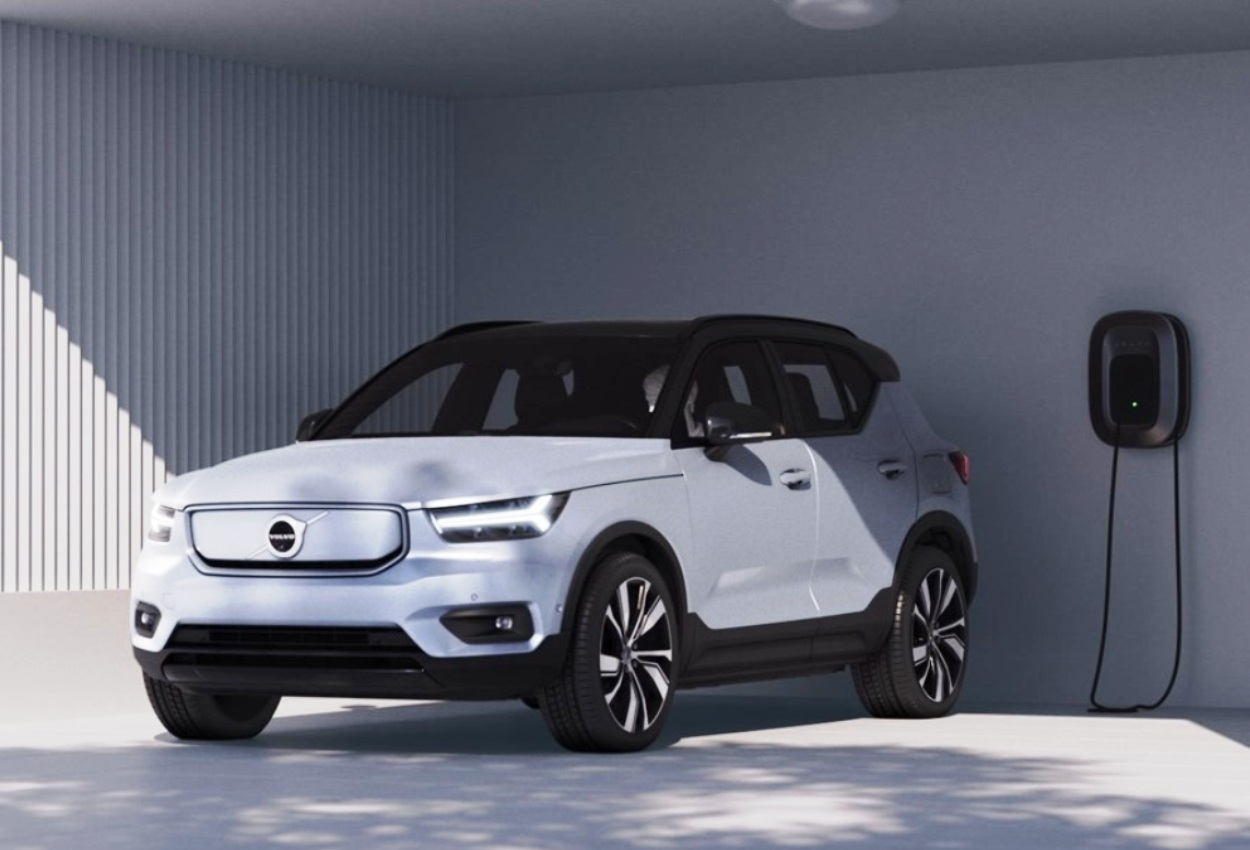 Volvo XC40 Recharge charging from Volvo Wallbox