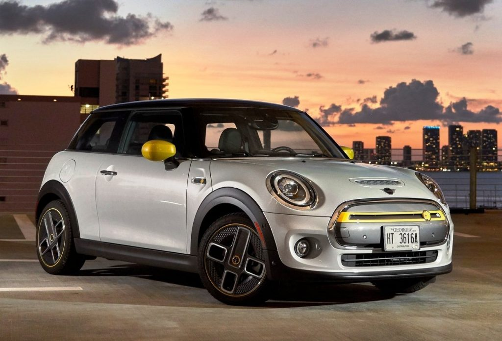 Mini Cooper SE fully electric front three quarter view