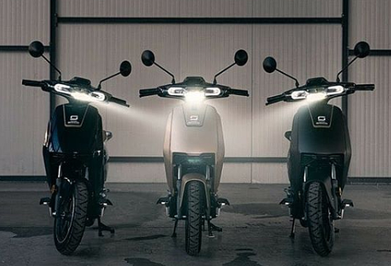 Super Soco CUx electric scooter colours