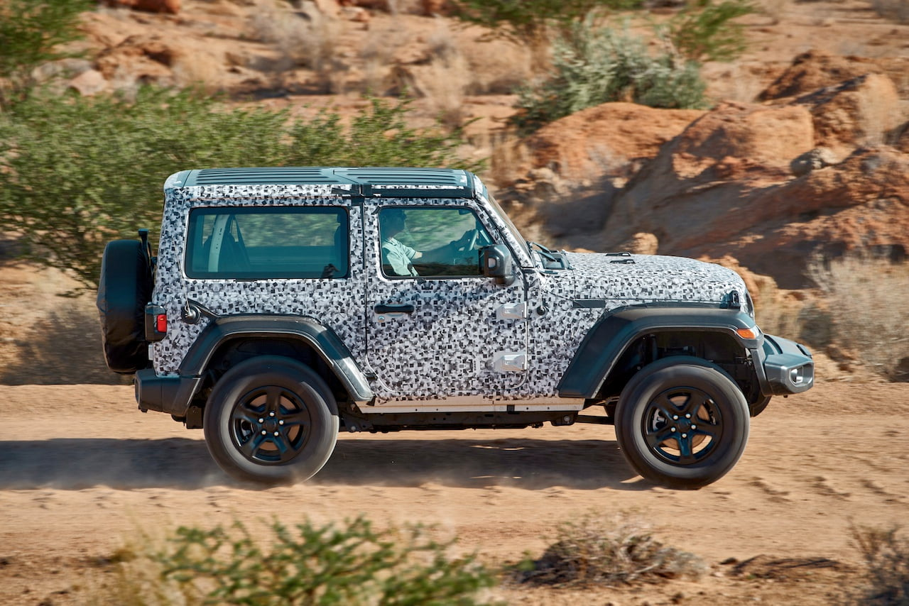 FCA-testing-the-Jeep-in-the-desert-hot-weather