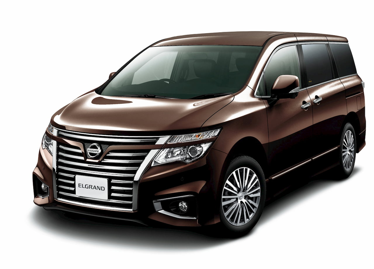 Nissan Elgrand E52 facelift front quarters