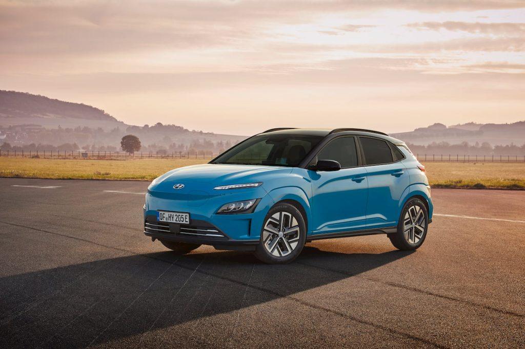 2021 Hyundai Kona Electric facelift front quarters
