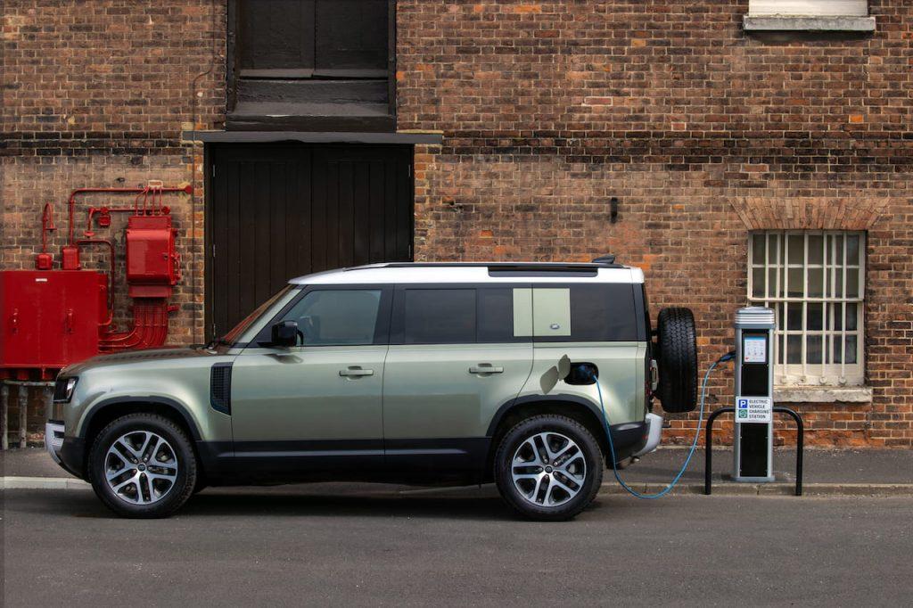 Land Rover Defender Plug-in Hybrid P400e charging