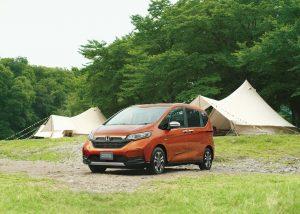 Honda Freed Crosstar Hybrid front three quarters
