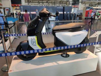 Husqvarna Vektorr Concept previews the 2022 Husqvarna electric scooter