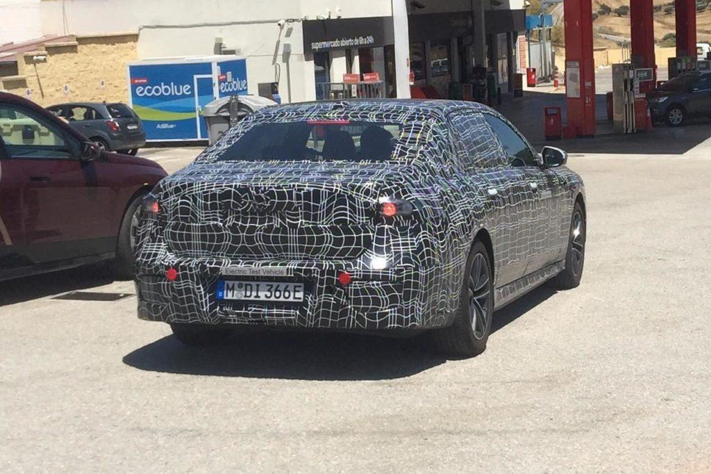 BMW i7 rear three quarters spy shot