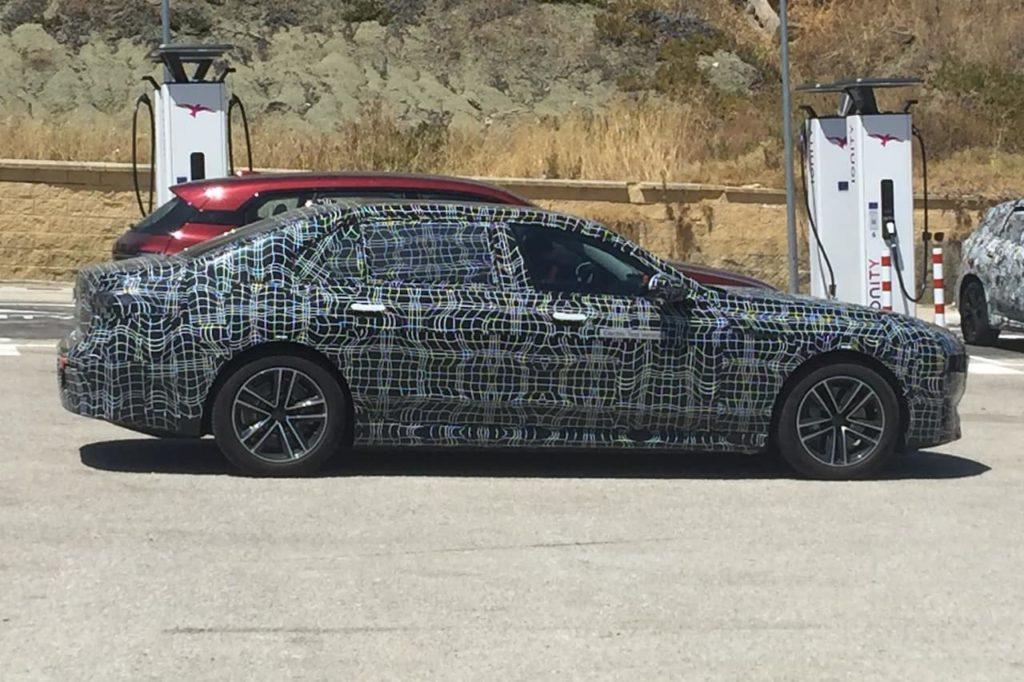 BMW i7 side profile spy shot