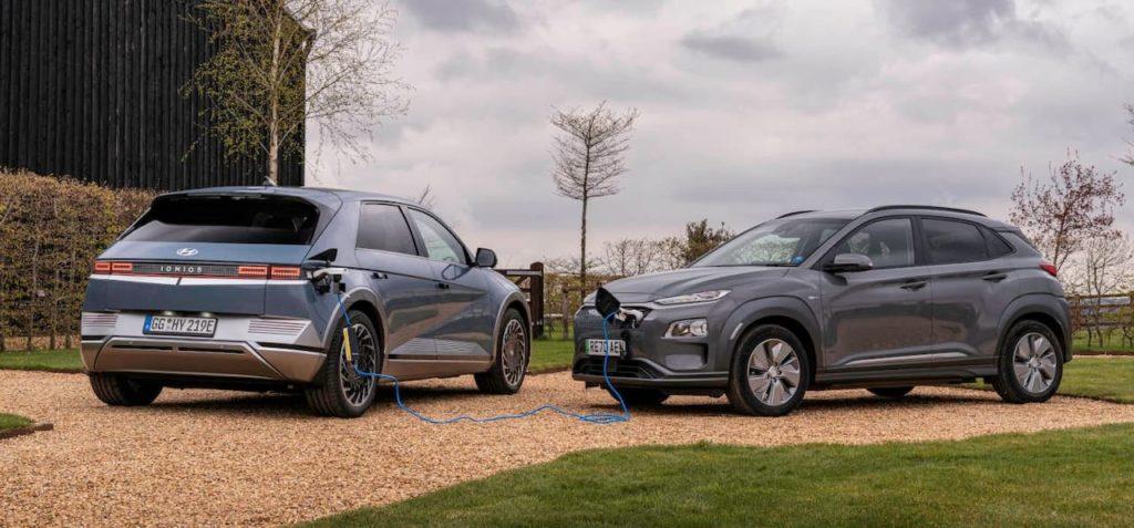 Hyundai Ioniq 5 charging another car