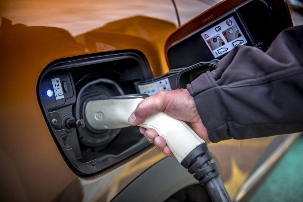 2020 Renault Captur PHEV charging