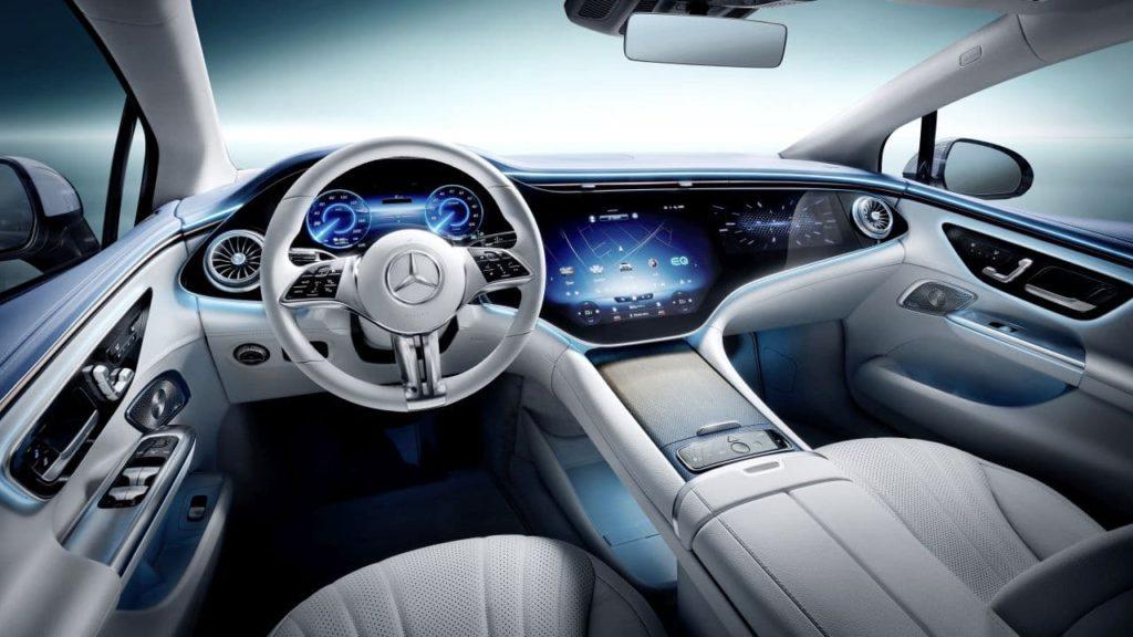 2023 Mercedes-Benz EQE interior hyperscreen