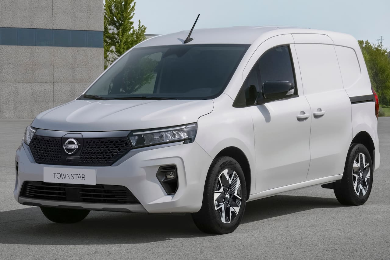 Nissan Townstar electric front three quarters